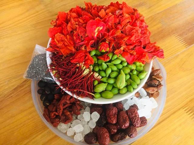 Không chỉ làm gỏi, loài hoa nở đỏ rực vào mùa hè còn có thể làm ra loại trà dưỡng nhan cực thơm ngon và bổ dưỡng này - Ảnh 4.