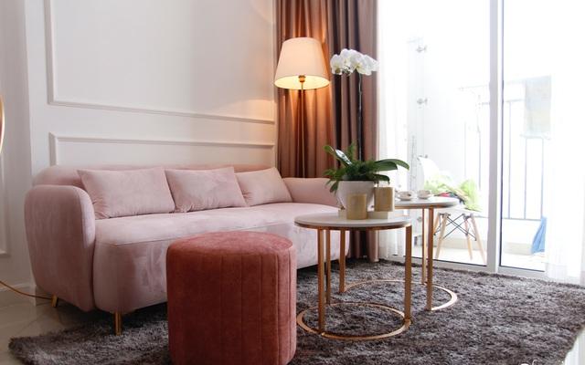 Không cần thuê thiết kế nội thất, mẹ đảm ở Hà Nội tạo nên căn hộ 130m2 có gam màu hồng xinh không tưởng - Ảnh 1.