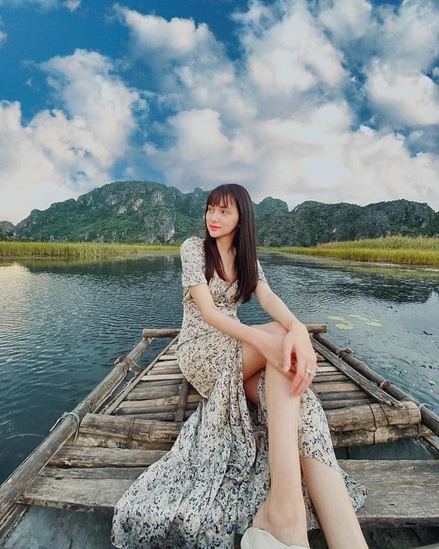 Style đi du lịch của Hương Giang thực sự xuất sắc, chị em không học hỏi là tiếc lắm cho xem! - Ảnh 5.