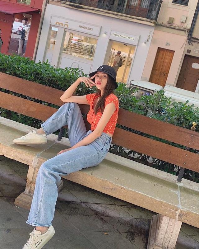Style đi du lịch của Hương Giang thực sự xuất sắc, chị em không học hỏi là tiếc lắm cho xem! - Ảnh 10.