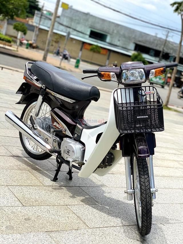 Honda Dream Việt 12 năm tuổi biển số VIP giá hơn 200 triệu đồng - Ảnh 1.
