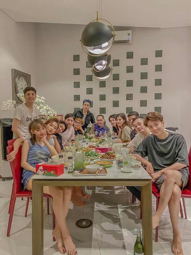 Tình bạn hơn 10 năm trong showbiz của nhóm gia đình văn hóa Đông Nhi - Ông Cao Thắng - Ảnh 1.