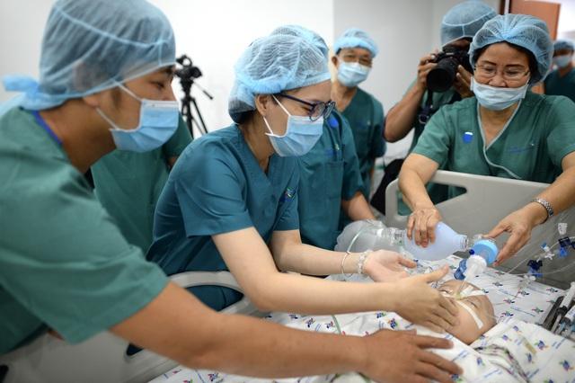 Cuộc đại phẫu đặc biệt tách song sinh dính liền - Ảnh 18.