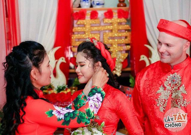 Lần gặp đầu bị 9X Quảng Ngãi úp đĩa đồ ăn, ngày cưới rể Mỹ chấp hết họ nhà gái - Ảnh 8.