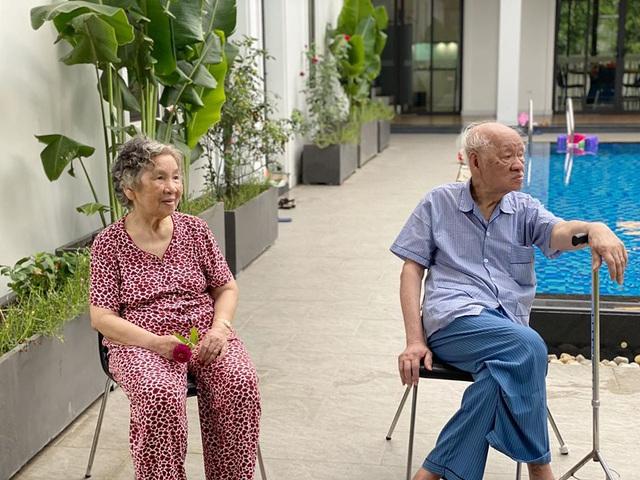 Siêu mẫu Hà Anh khoe ảnh 4 thế hệ quây quần trong kỳ nghỉ dưỡng ở resort - Ảnh 4.