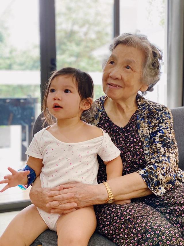 Siêu mẫu Hà Anh khoe ảnh 4 thế hệ quây quần trong kỳ nghỉ dưỡng ở resort - Ảnh 6.