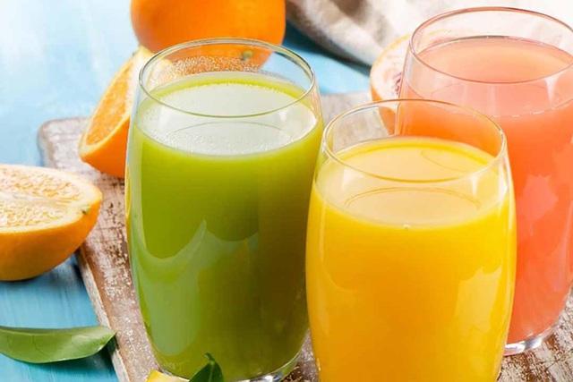 Sai lầm nguy hiểm khi cho trẻ uống nước ép hoa quả ngày hè nhiều người mắc - Ảnh 2.
