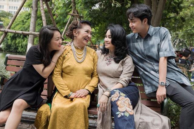 Loạt ảnh hạnh phúc của ba thế hệ nhà Thanh Lam - Ảnh 6.