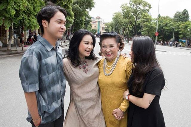 Loạt ảnh hạnh phúc của ba thế hệ nhà Thanh Lam - Ảnh 7.