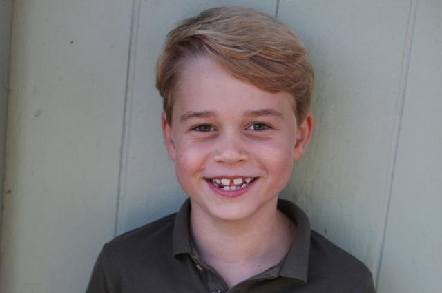 Hoàng tử George cười tươi trong ảnh sinh nhật 7 tuổi - Ảnh 2.
