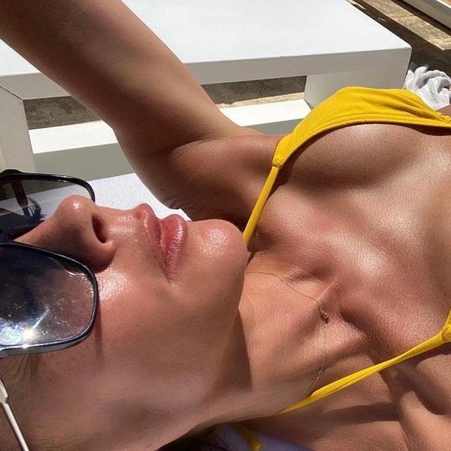 Ở tuổi 46, Victoria Beckham hiếm hoi diện bikini  - Ảnh 1.