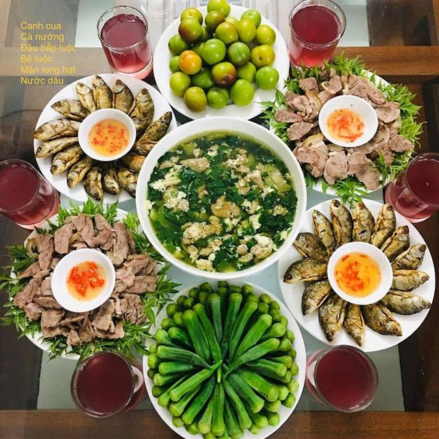 Vào bếp nấu ăn thần tốc, vợ đảm khiến hội chị em trầm trồ không ngớt vì mâm cơm nào cũng ngon đẹp như mâm cỗ - Ảnh 1.