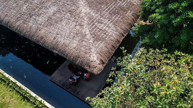 Mát mắt nhà mái tranh trên hồ nước của giám đốc Sài Gòn - Ảnh 2.