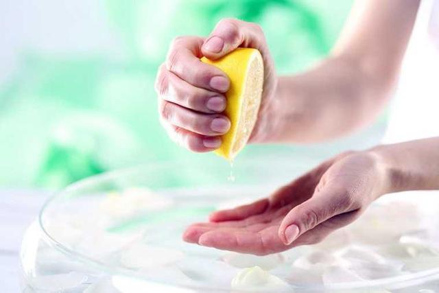 Nấu ăn mà bị vết nghệ dính trên tay thì thật khó chịu, vậy thì học ngay mẹo này để tẩy sạch bay! - Ảnh 5.