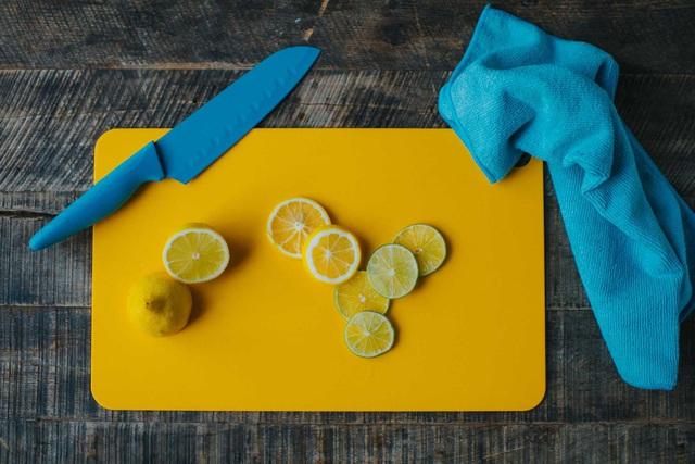 Nấu ăn mà bị vết nghệ dính trên tay thì thật khó chịu, vậy thì học ngay mẹo này để tẩy sạch bay! - Ảnh 7.