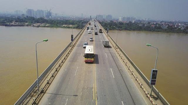 Cấm tuyệt đối ô tô lưu thông qua cầu Thăng Long, phương tiện đi lại thế nào? - Ảnh 2.