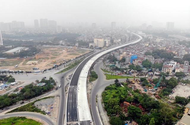 Các phương tiện giao thông di chuyển thế nào trong ngày đầu cấm cầu Thăng Long? - Ảnh 10.