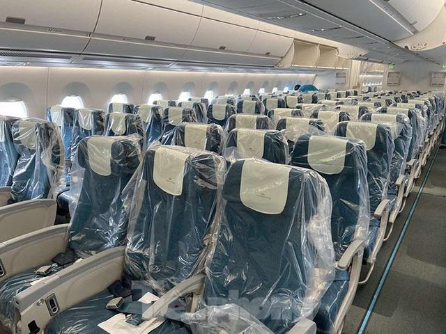 Bên trong chuyến bay đặc biệt đón lao động tại Guinea Xích đạo về nước - Ảnh 1.