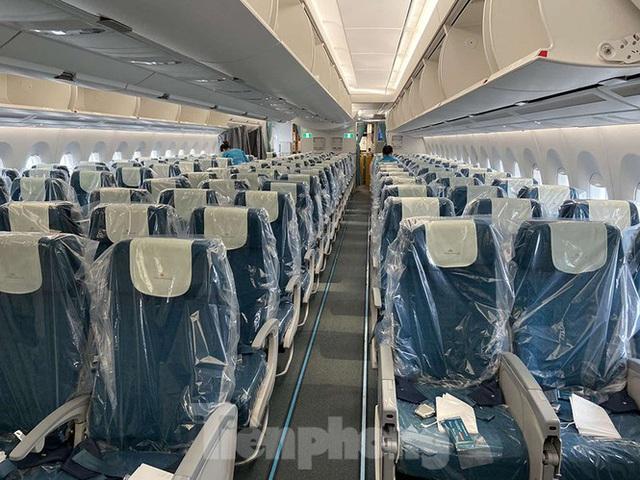 Bên trong chuyến bay đặc biệt đón lao động tại Guinea Xích đạo về nước - Ảnh 2.