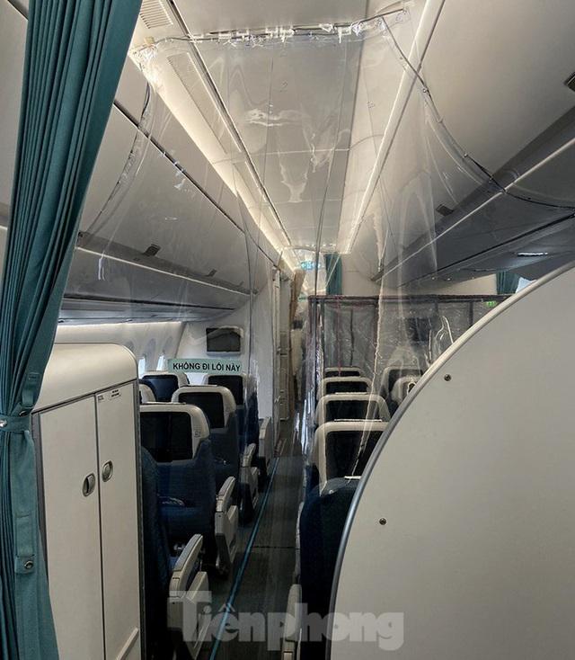 Bên trong chuyến bay đặc biệt đón lao động tại Guinea Xích đạo về nước - Ảnh 3.