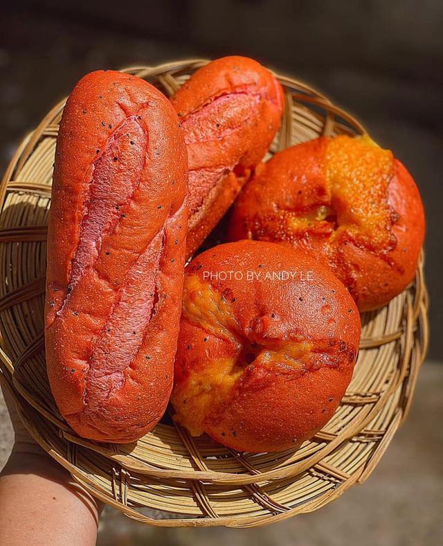 Bánh mì đen như than và những kiểu độc lạ chỉ có ở Việt Nam - Ảnh 4.
