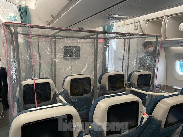 Bên trong chuyến bay đặc biệt đón lao động tại Guinea Xích đạo về nước - Ảnh 4.