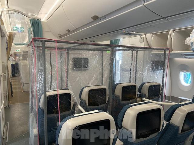 Bên trong chuyến bay đặc biệt đón lao động tại Guinea Xích đạo về nước - Ảnh 5.