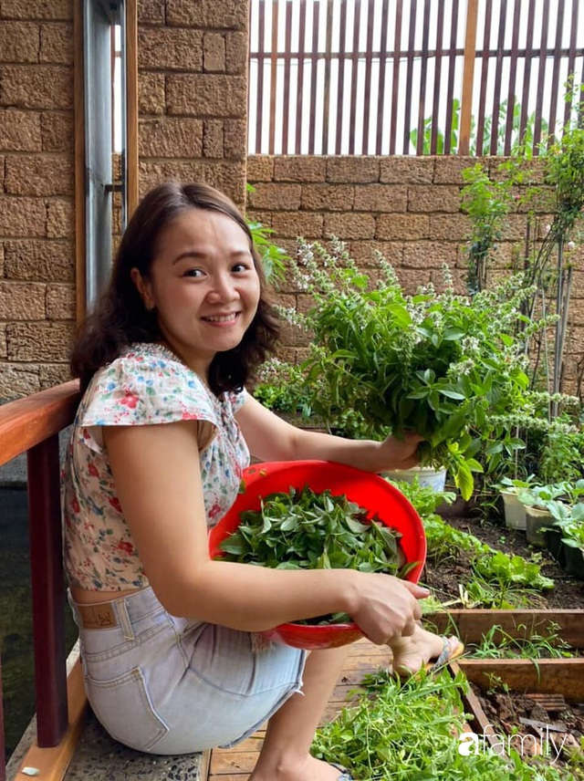 Mảnh vườn 50m² tốt tươi quanh năm nhờ bí quyết trộn đất không giống ai của bà mẹ ở Sài Gòn - Ảnh 5.