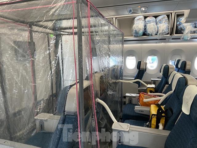 Bên trong chuyến bay đặc biệt đón lao động tại Guinea Xích đạo về nước - Ảnh 6.
