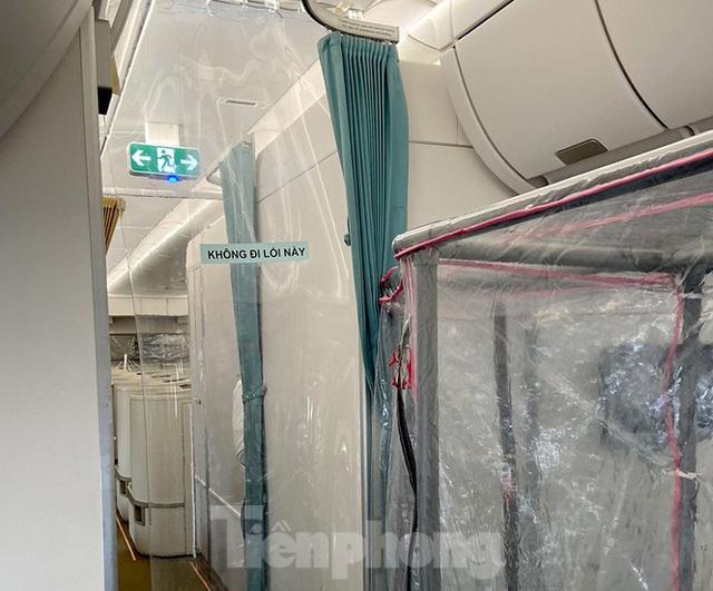 Bên trong chuyến bay đặc biệt đón lao động tại Guinea Xích đạo về nước - Ảnh 8.