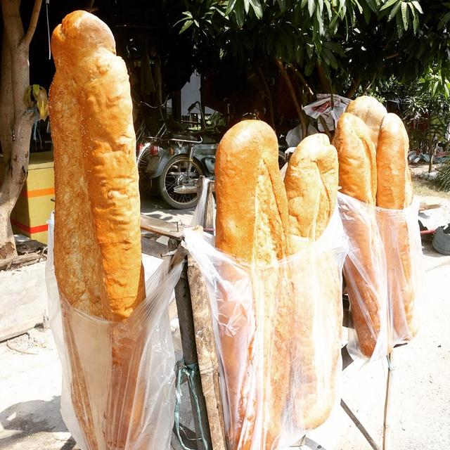 Bánh mì đen như than và những kiểu độc lạ chỉ có ở Việt Nam - Ảnh 10.