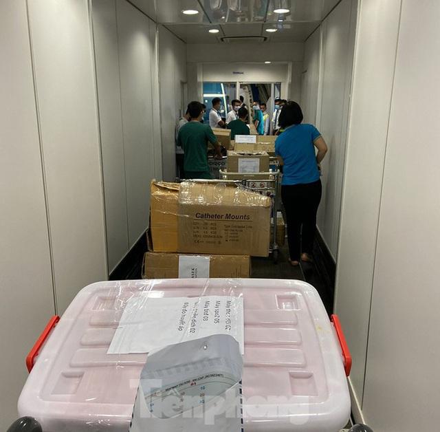 Bên trong chuyến bay đặc biệt đón lao động tại Guinea Xích đạo về nước - Ảnh 10.