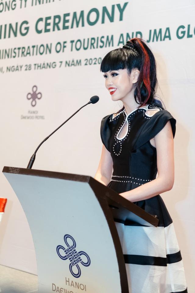 Siêu mẫu quốc tế Jessica Minh Anh đưa du lịch Việt Nam lên các kênh truyền thông CNN, BBC, Fox - Ảnh 2.