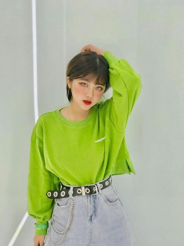 Nữ sinh Đại học Hà Nội từng lên trang tin quốc tế, nói được 3 thứ tiếng, ngoài đời có phong cách vừa sexy vừa chất - Ảnh 2.