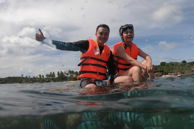 Quang Vinh xin lỗi sau khi bị chỉ trích vì ngồi lên san hô ở Phú Quốc - Ảnh 1.