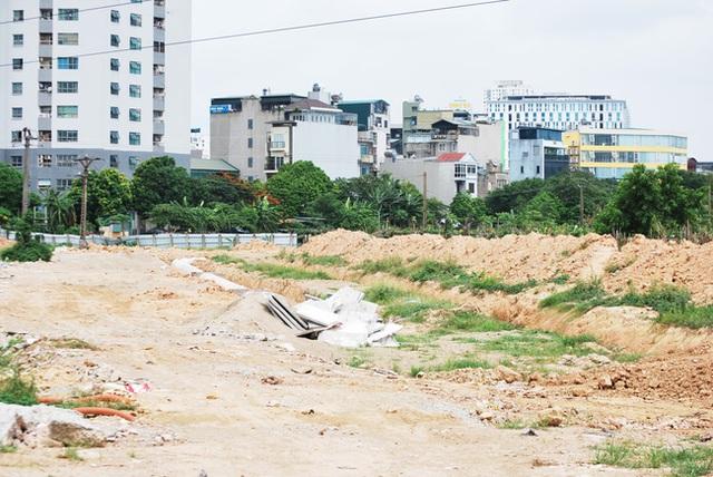 Hà Nội: Đại lộ nghìn vừa tỷ thông xe đã ngập trong rác, nước miễn phí đặt ven đường không ai uống - Ảnh 9.
