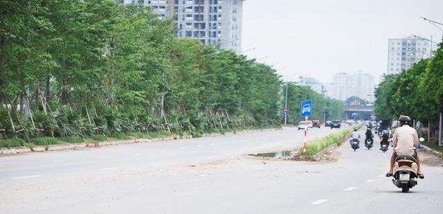 Hà Nội: Đại lộ nghìn vừa tỷ thông xe đã ngập trong rác, nước miễn phí đặt ven đường không ai uống - Ảnh 10.