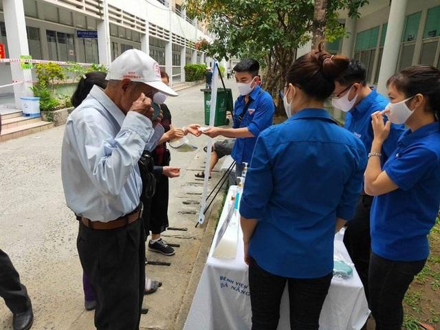 Gần 7.000 tình nguyện viên, thanh niên, sinh viên Y  đăng ký tiếp ứng cho trận chiến chống COVID-19  tại Đà Nẵng - Ảnh 7.