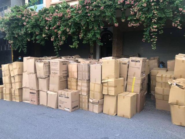 Hà Nội: Thu giữ gần 800.000 khẩu trang không rõ nguồn gốc - Ảnh 3.