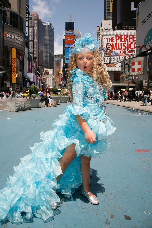 Tuổi thơ bất thường của hoa hậu nhí Mỹ thành triệu phú năm 6 tuổi - Ảnh 3.