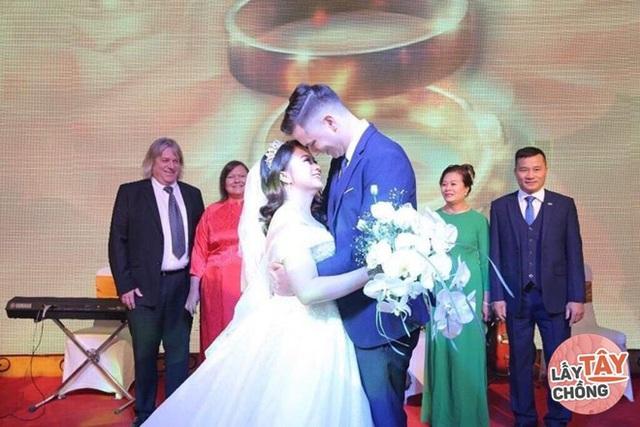 Chàng Nam Phi phải lòng cô gái Hải Phòng, ngày cưới ôm nhau khóc nức - Ảnh 6.