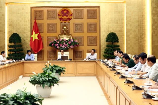 Phó Thủ tướng: Các địa phương, đặc biệt thành phố lớn, phải tăng cường siết chặt biện pháp phòng chống dịch COVID-19 - Ảnh 2.