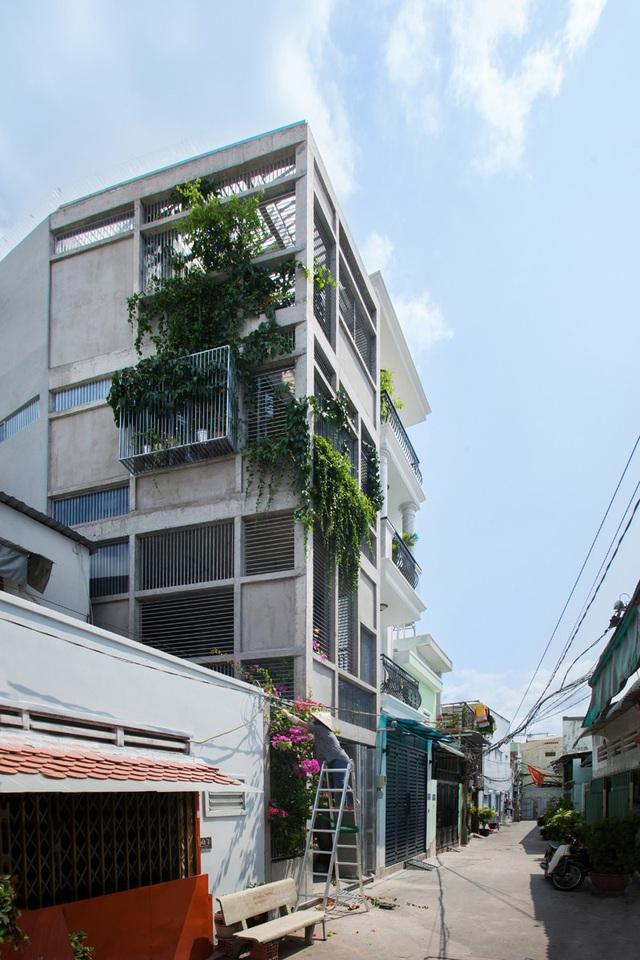 Ngôi nhà gạch khối và bê tông thoáng mát trong tiết trời nóng bức - Ảnh 1.