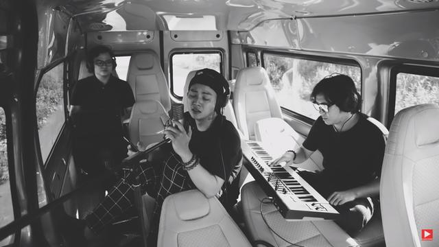 Hậu ly hôn, Hoài Lâm liên tục phát hành MV, thu lượt view khủng từ sản phẩm - Ảnh 2.