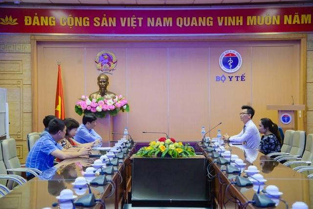 Hỗ trợ 3 tỉ đồng cho bệnh viện C Đà Nẵng thực hiện công tác phòng chống dịch - Ảnh 2.