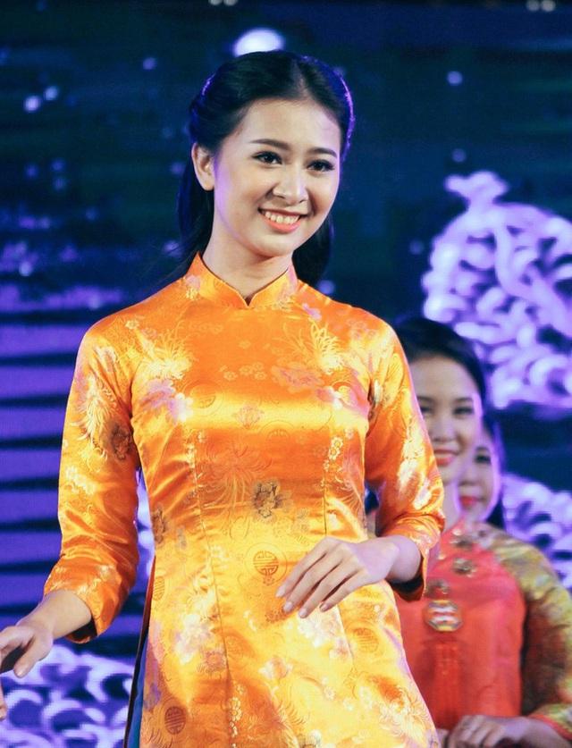 Vẻ đẹp chuẩn con gái Huế của thí sinh Hoa hậu Việt Nam 2020 - Ảnh 3.