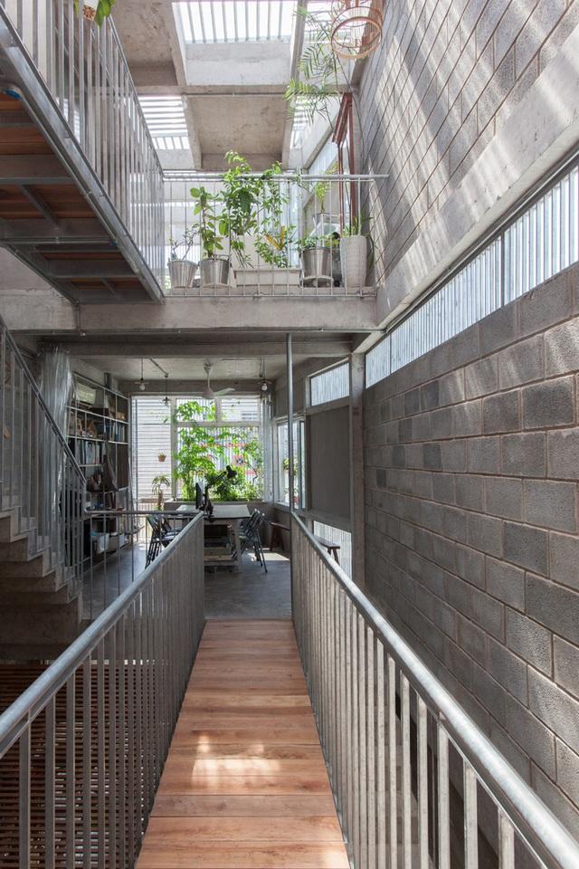 Ngôi nhà gạch khối và bê tông thoáng mát trong tiết trời nóng bức - Ảnh 4.