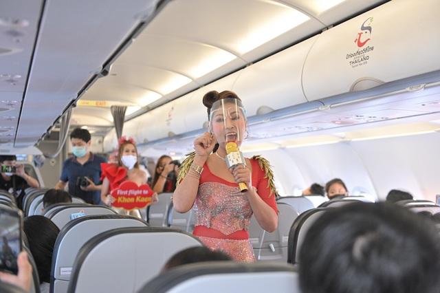 Vietjet Thái Lan khai trương đường bay Bangkok – Khon Kaen với màn biểu diễn của ca sỹ nổi tiếng Thái Lan Ying-Lee trên tàu bay - Ảnh 2.