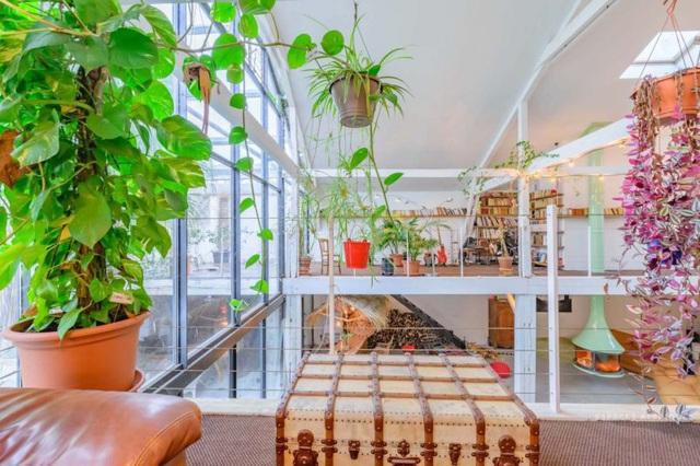Ngôi nhà màu trắng sở hữu cây xanh và bể bơi bên trong giống như resort nghỉ dưỡng tuyệt đẹp - Ảnh 5.