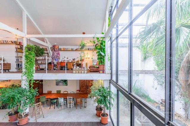 Ngôi nhà màu trắng sở hữu cây xanh và bể bơi bên trong giống như resort nghỉ dưỡng tuyệt đẹp - Ảnh 7.